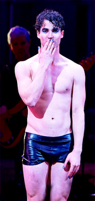 DarrenIsHedwig - Pics and gifs of Darren in Hedwig and the Angry Inch on Broadway. - Page 2 Tumblr_nnlna3I3sH1rlylr1o1_250