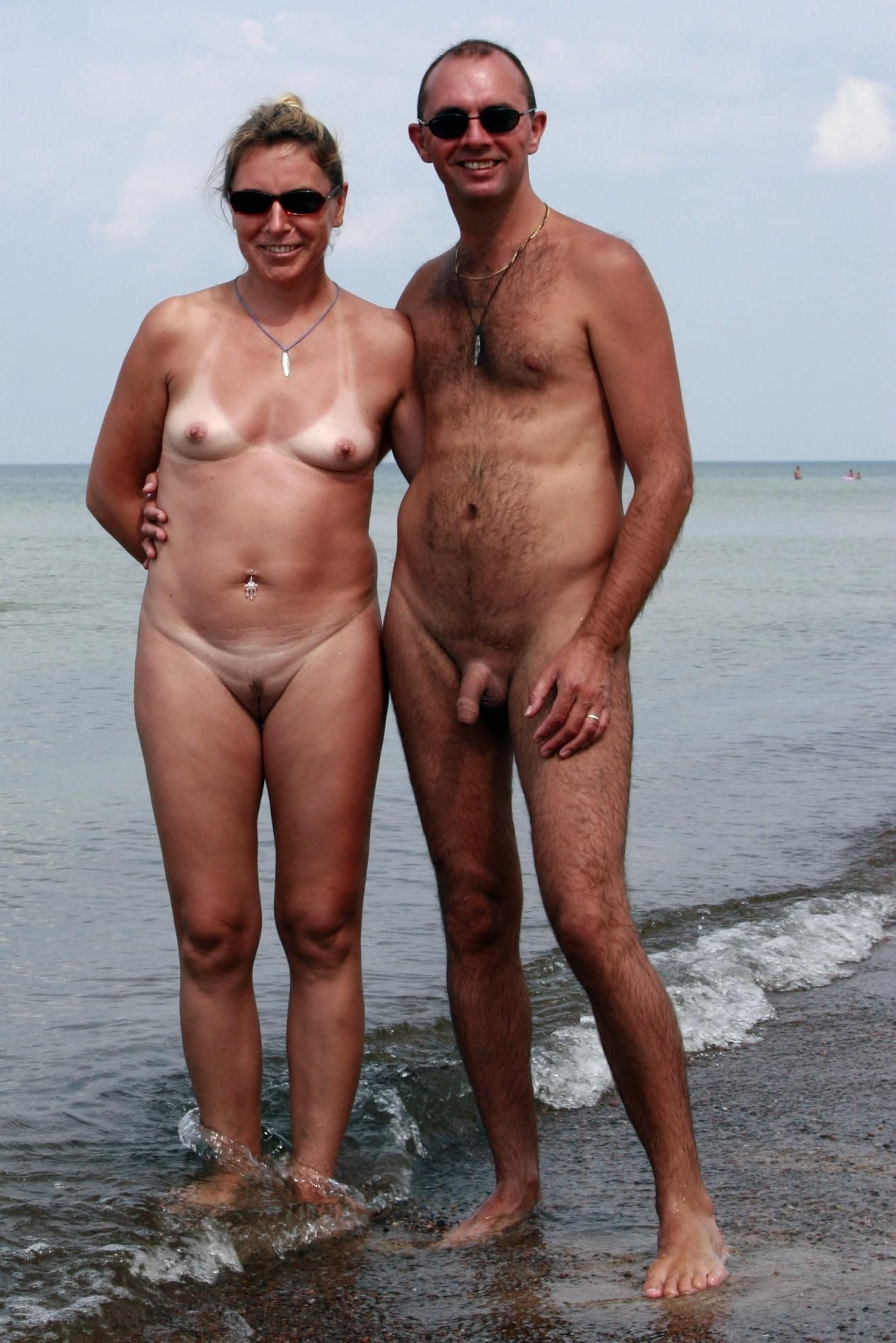 Фото голые на пляже парами 9 фотография