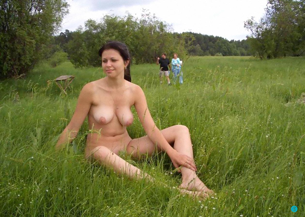 Голая жена на природе частное