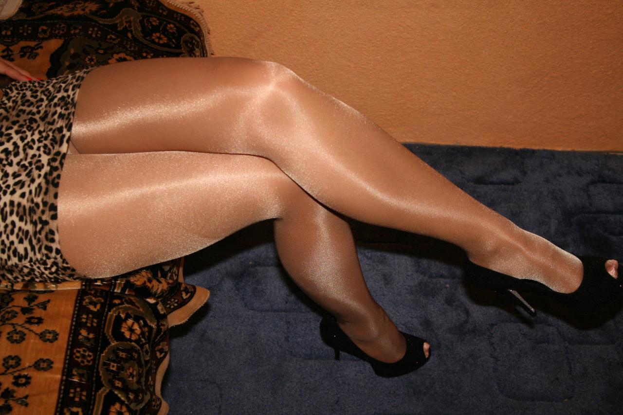 pantyhose women dating