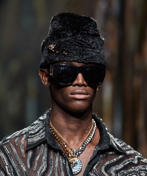 Paco Diouf @ Versace Menswear Fall 2020 #Front Row At Versace #Black Runway#Black Models #Black Male Models  #Versace Ready To Wear Fall Winter 2020  #Menswear Fall Winter 2020 #FW20#Donatella Versace#Gianni Versace #Milan Fashion Week #MFW20#Paco Diouf#Menswear#Runway#Fashion#Fashion Week#Fashion Blog#front-row-at-dior#My Posts