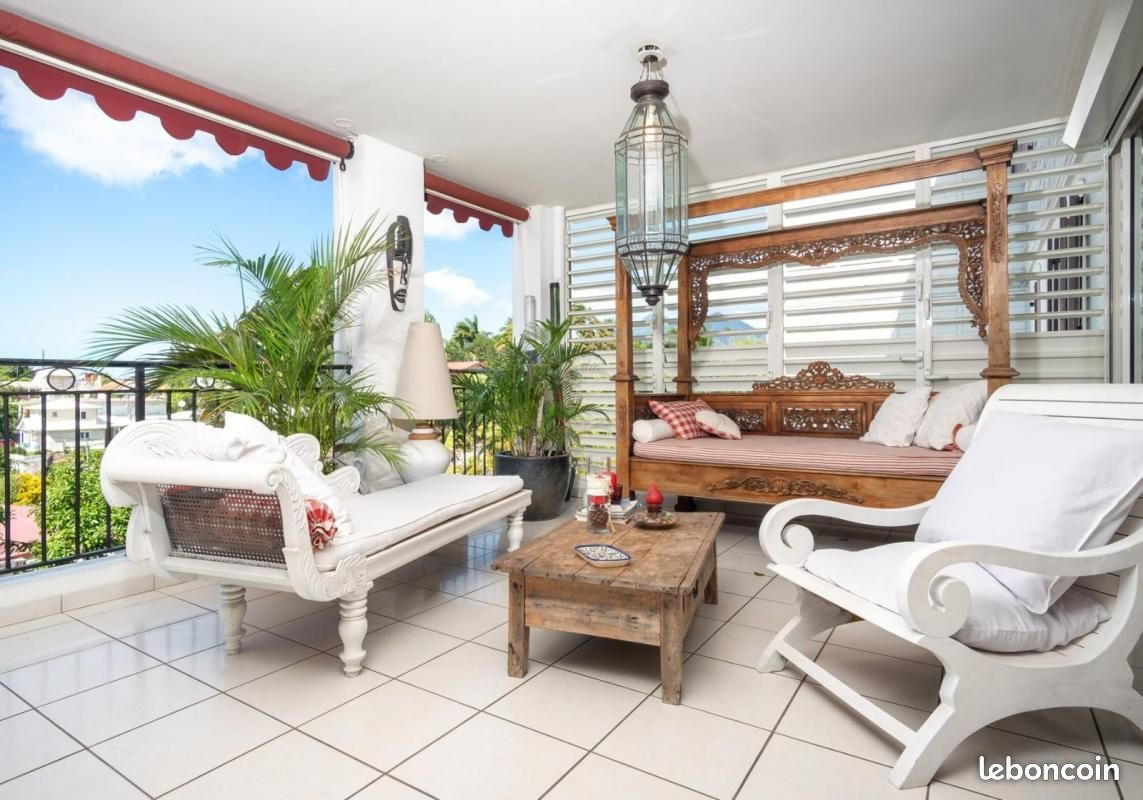349,000 € Fort-de-France, Martinique, France. #beautiful house#beautiful flat#flat#apartment#view#kitchen#bedroom#patio#terrace#balcony#dog#blue#french#antilles#caribbean#caraibes#martinique#fort-de-france#france #french west indies