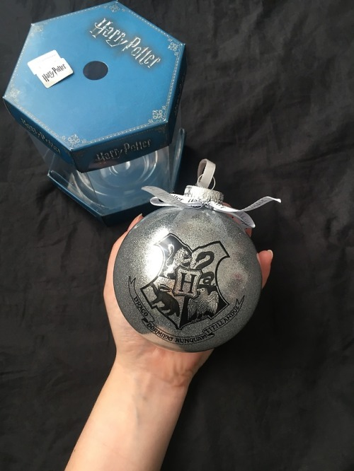 harry potter primark merchandise christmas ball hp hogwarts house gryffindor slytherin ravenclaw huffelpuff hogwarts school of witchcraft and wizardry christmas tree magic wizard witch muggle no-maj potterhead fandom new merch wizarding world silver decoration