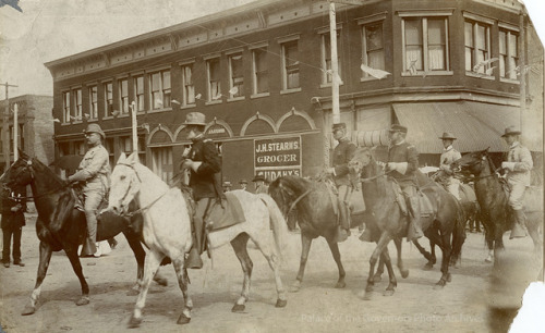 Teddy Roosevelt riding in 1st Rough Riders reunion parade, Sixth Street and Douglas Avenue, Las Vegas, New MexicoDate: 1899 Negative Number 005990