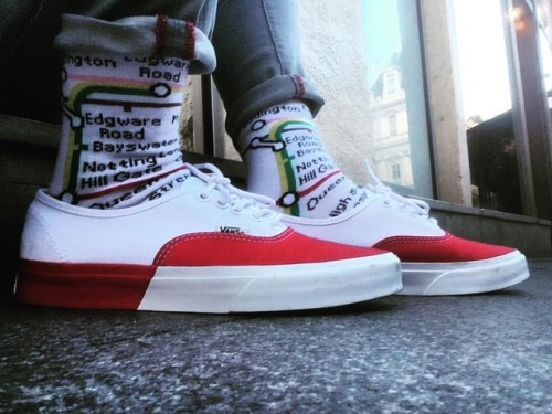 Vans Authentic Vans Authentic World Famous Swag Off The Wall Vans Off The Wall 2018 Vans Style Socks Red Photography Scene Vans Classic Vans Classics Vans Sneaker Vans Sneakers Sneaker Sneakers