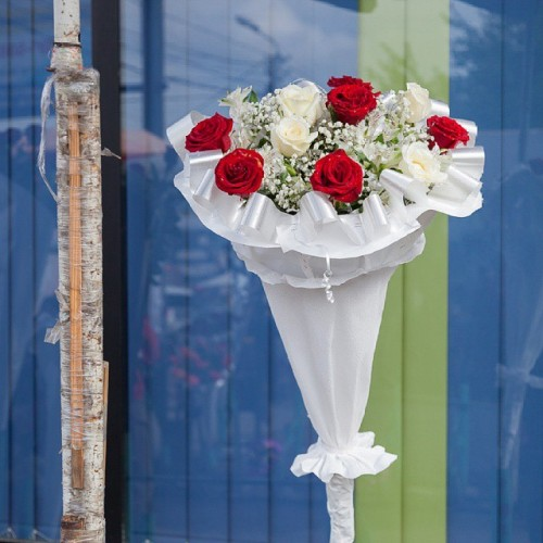 wanna-buy-flowers-wrapped-in-paper-come-to