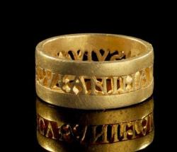 historyarchaeologyartefacts-roman-ring-with-the