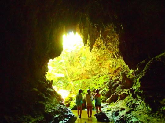 夏休み離島ツアー人気のアクティビティ体験で遊べる石垣島・西表島格安ツアーへ行こう!西表島ツアーランキング人気のケンガイドが女子旅・家族旅行におすすめのアドベンチャー体験をご紹介します。西表島で人気のSUP・スタンドアップパドルボード・カヌーでマングローブクルーズ、トレッキングでジャングル探検滝めぐり&人気の水遊びキャニオニングやアドベンチャーボートで南国パナリ島シュノーケル・星砂の浜シュノーケリングなどお得な割引キャンペーンプランで沖縄旅行を遊びつくそう!