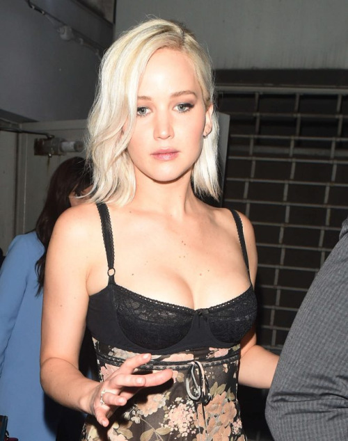 Jennifer Lawrence at the cutting edge of fashion!