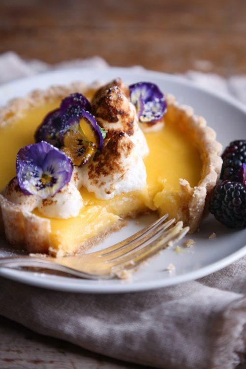 sweetoothgirl:    simple lemon tarts
