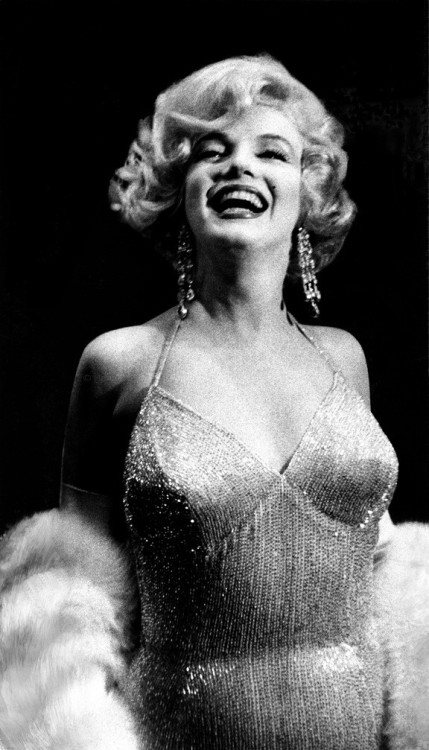 marilyn monroe arthur miller 1959 some like it hot old movies movie premiere old hollywood bombshell glamour classic elegant classic hollywood silver screen cinema old movie stars 50& 039;s style 50& 039;s fashion 20th century black and white photography