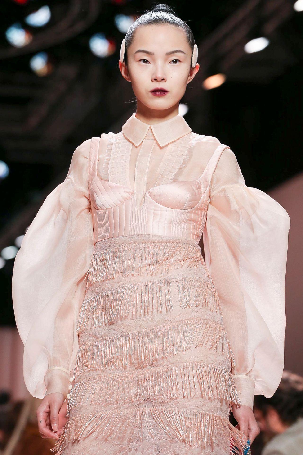 Fendi f/w 2020 #fendi#model#pink#pastel pink#pink aesthetic#runway#mfw #milan fashion week #fashion week#fringe#pastel#f/w 2020