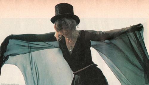 Stevie Nicks Fleetwood Mac 1976 live goldduststevie scan