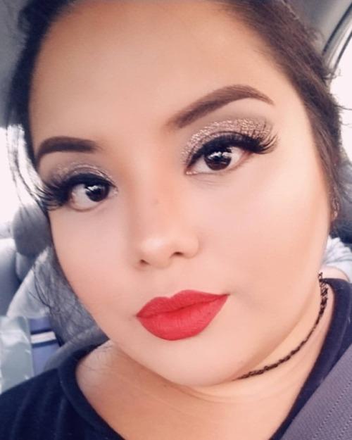 selfie effyourbeautystandards fatbabe instalove instalike latina plusmodelmagazine plusmodelmag plussizemodel nyxcosmetics anastasiabeverlyhills lashes rubywoo bhcosmetics elfcosmetics lips