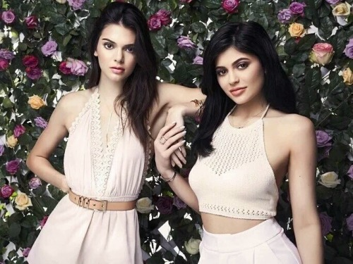 """blogofkendall: Kendall and Kylie for their new """"Lost Paradise""""…"""
