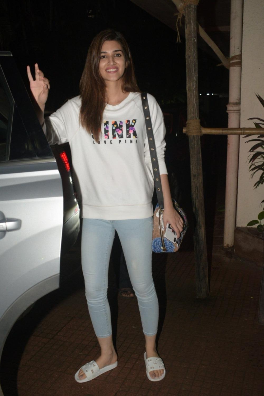 Actress Kriti Sanon seen at Andheri in Mumbai #kriti sanon#celebstyle#casualstyle