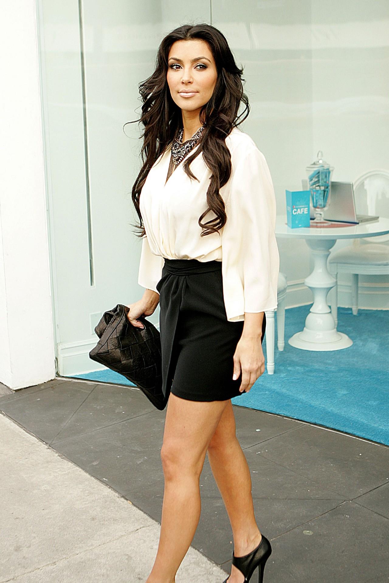 January 9th, 2010 - Shopping on Melrose Avenue #kim kardashian#2010#candids#kkw#kuwtk