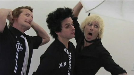 7/10 Because bill looks really fuckin done with them #green day#mike dirnt #billie joe armstrong #tre cool