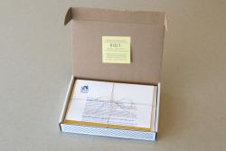 Cutie din carton pentru documentele necesare înscrierii la colegiu.Ambalajul este realizat din carton CO3 albit la exterior. Imprimat prin serigrafie într-o culoare. Modelul cutiei este FEFCO 0427.