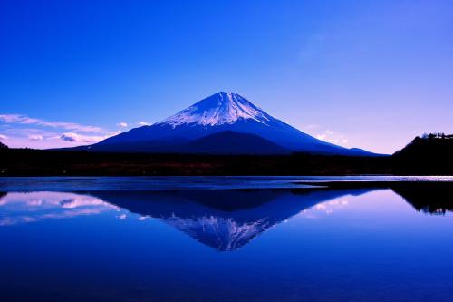 薄氷の湖 (via Hitoshi char♪)