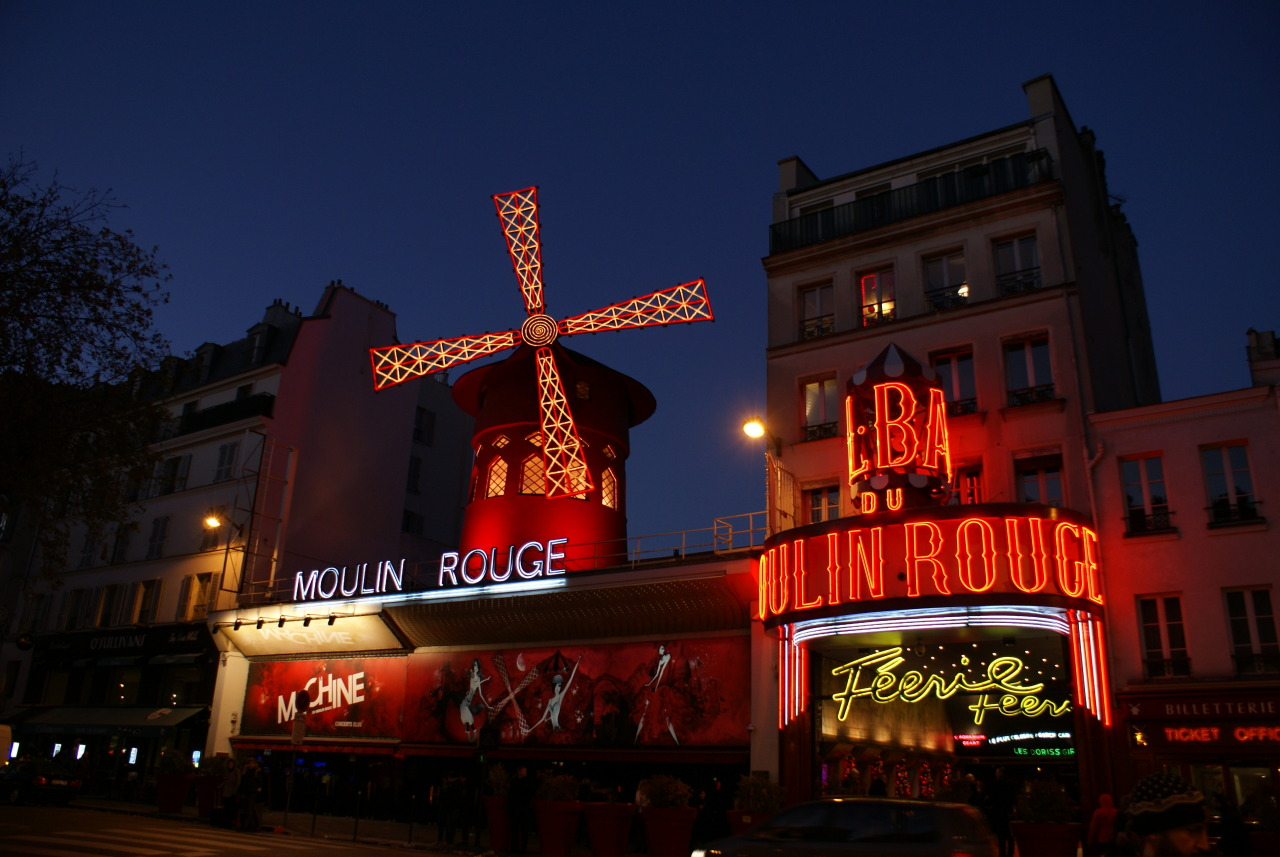 Moulin Rouge #red#red mill#moulin rouge#france#paris#revu#windmill#lights#night#ferrie
