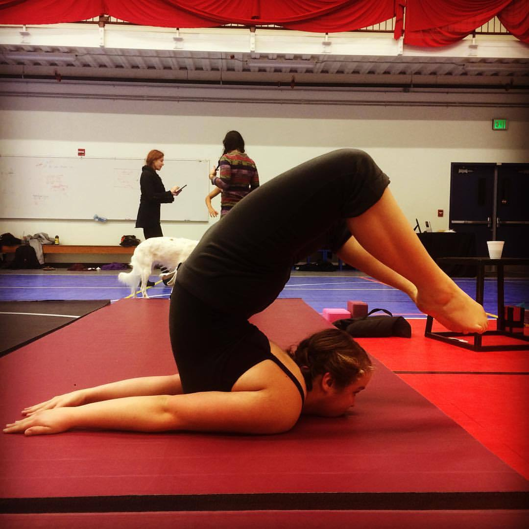 How to practice a chin stand