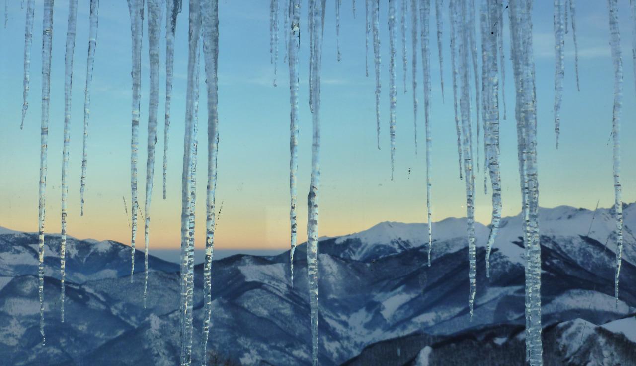 stalattiti-di-ghiaccio-alla-baita-malanotte