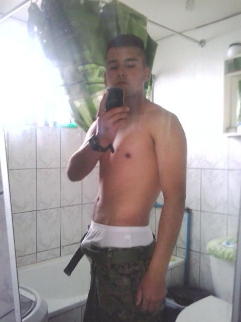 militar gay cabrón
