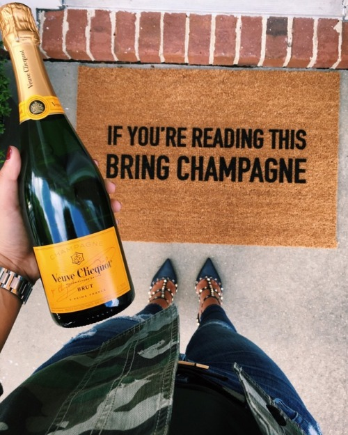 anantucketsummer nantucket summer champagne champagnepapi drake valentino vueveclicquot vueve cartier hermes style fashion