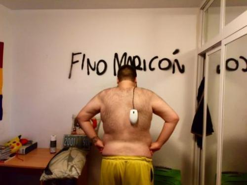 aceite de sandalo para masajes hombres desnudos con microfono cantando desnudos gay