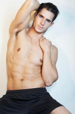FollowHunk'o'pediafor more hot guys!