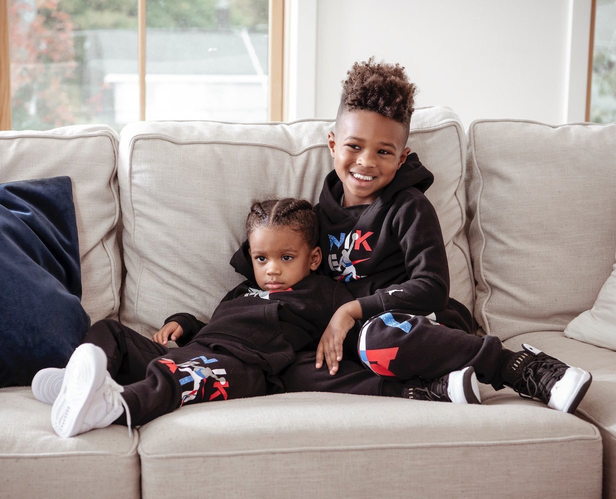 These 2 are tight like glue ❤️ 📸: Justin Gollmer Photography #ciara#sienna wilson#future zahir#russell wilson#thewilsons#love#family#families#familia#grateful#nike#jordans#holiday collection#jordanbrand#finishline#holiday#kids#kidstyle#siblings#siblinglove#bigbroandlilsis