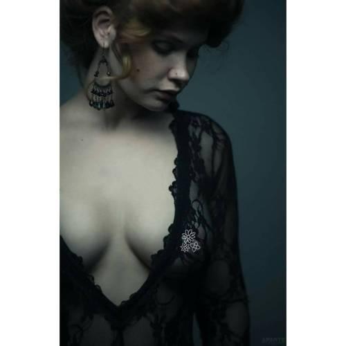 alternativefashion lace missmorgane gothicbeauty vancouvermodel altmodel victorian gothic romanticera iloveredheads redheadmodel steamgirl
