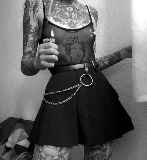 Oh my! Look at all those tatoos… and as for that skirt… perfection! #pleated#mini#skirt#grunge#rock#pleated miniskirt#miniskirt#short skirt #pleated mini skirt #belt#leather belt#tatoos#pleated skirt