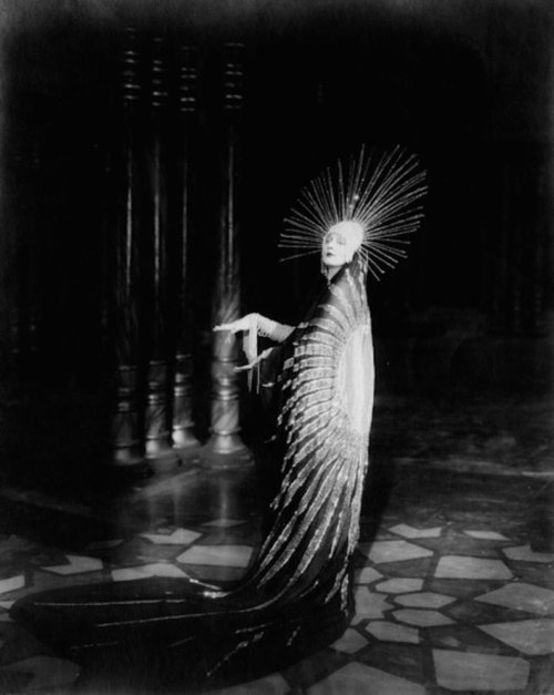 thisobscuredesireforbeauty:      Betty Blythe in Chu Chin Chow (Dir. Herbert Wilcox, 1925)  , costume by Erté, 1925.Source