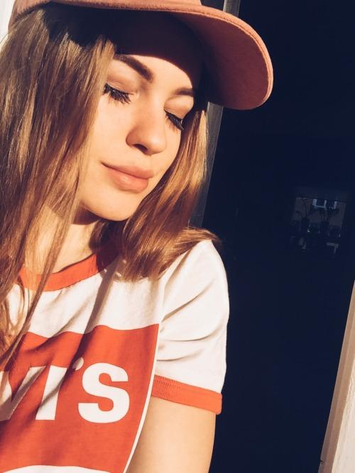 levi& 039;s levis fashion trends fashion sunlight sunnyday pink cap pretty girl aesthetic aesthetics Swedish girl winter sun makeup selfie me