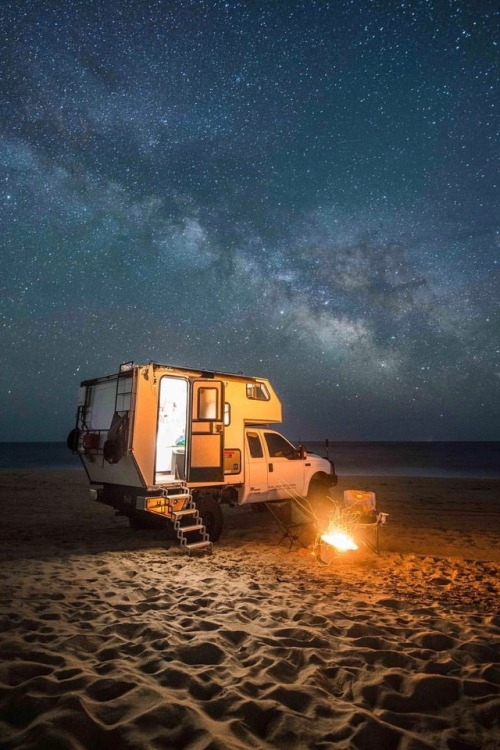 beach camp campfire milky way starry sky outside outdoor outdoors travel roadtrip roadtravel camper camping easy living easy life vacation vacancy vacances holiday holidays cars car truck pickup pickups usa photography