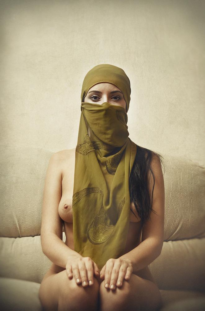 Nude muslim women in the hijab