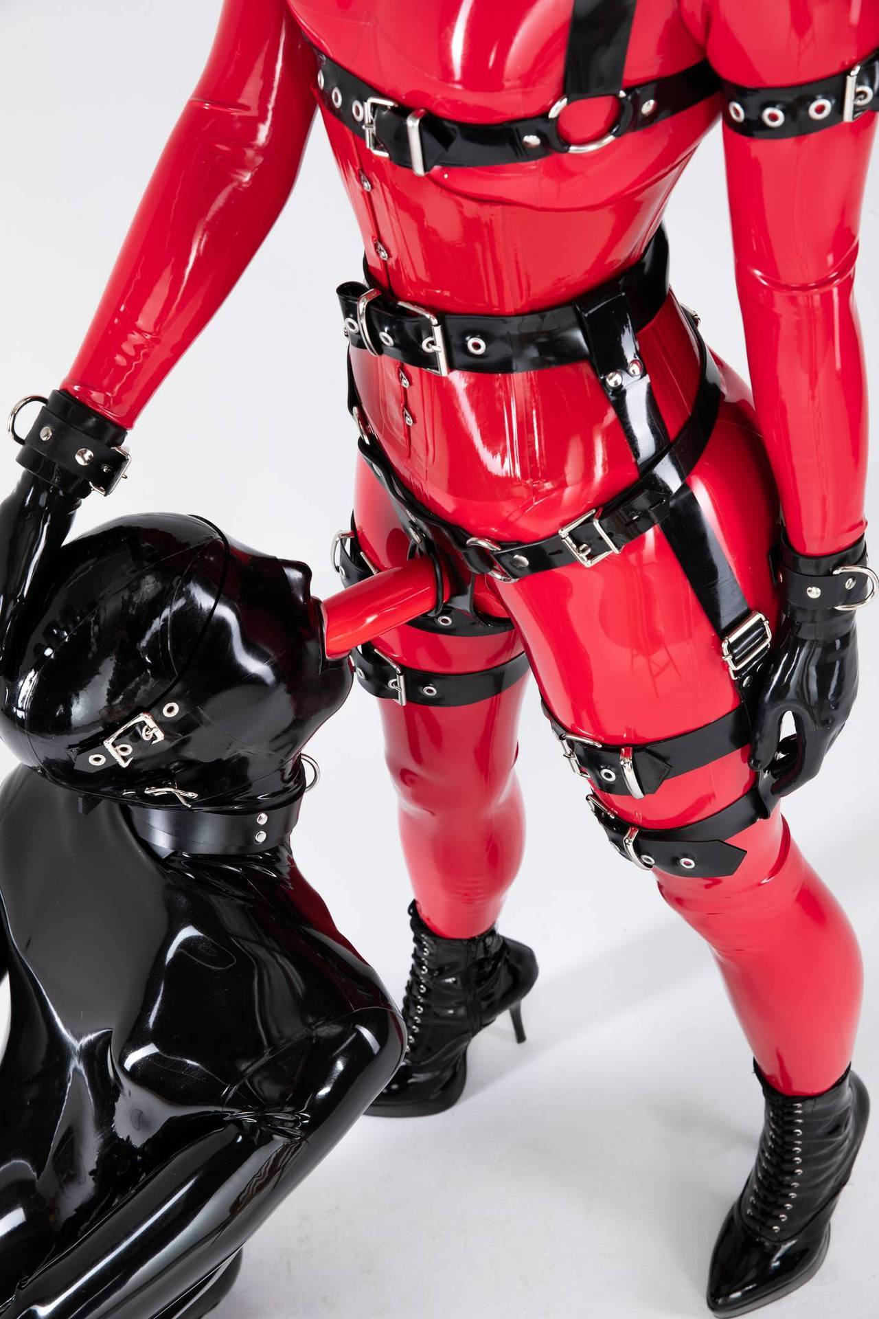 2018-11-08 19:40:40 - reflectivedesire black on red with cam twinksobeykinks http://www.neofic.com