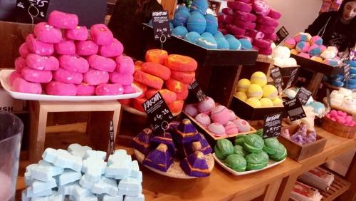 lush cosmetics lush lush bath bomb shopping shopping spree fragrence handmade