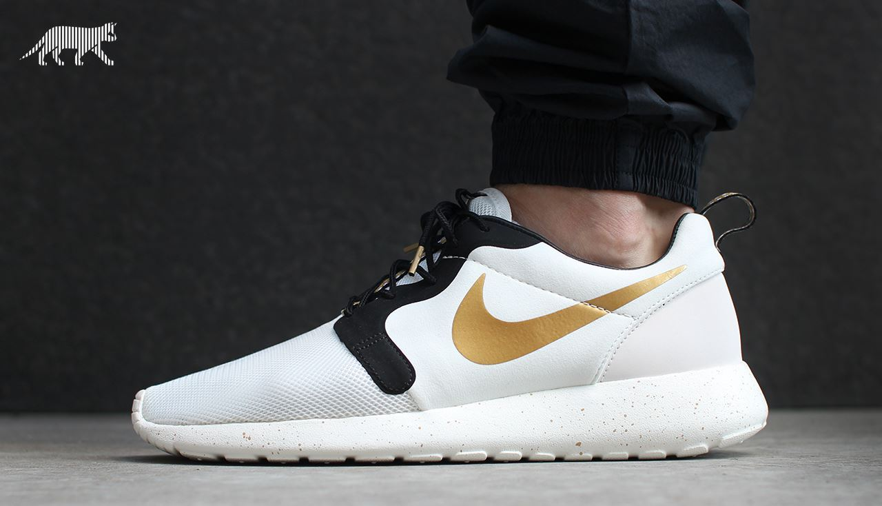 online retailer d0f92 5a2b4 Nike Roshe Run Hyperfuse  Gold Trophy  (by asphaltgold)