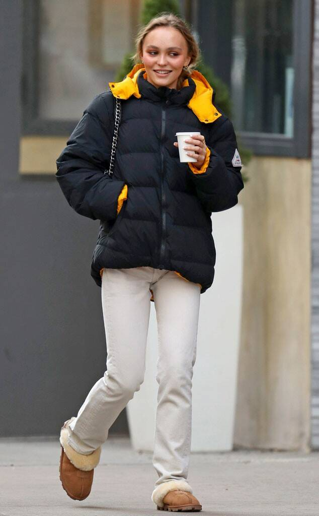 LILY-ROSE DEPP New photo of Lily in NYC (Today?12/11) #Lily Rose Depp #lily-rose depp#MODEL#paparazzi#nyc#stroll