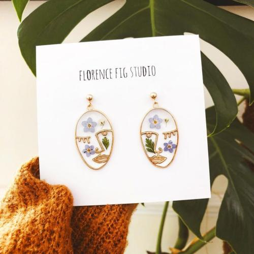 Floral Face Hanging Earringsby  florencefigstudio #florencefigstudio#earrings#floral#pressed flowers#flower#flowers