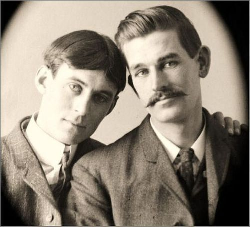 2018-12-24 01:25:43 - nice couple picture from around 1910 the man on pastmalebeauty http://www.neofic.com