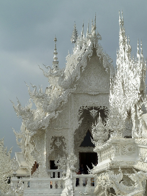 Visitheworld: Details of the white temple, Wat Rong Khun in northern Thailand (by Angelika & Jan).<b…