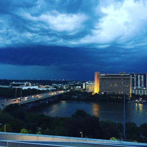 Rainstorm on Lake Austin #summerinaustin, @beautifuldestinations, #presentoverperfect #spectrumyogatherapyaustin #yogatherapy  (at The Ashton) #spectrumyogatherapyaustin#yogatherapy#presentoverperfect#summerinaustin