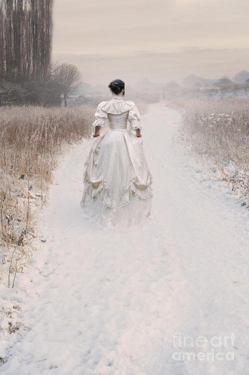 Photography Victorian Cosplay Winter Meadows Frost Snow Mist Fashion Dresses Victorian Fashion Vintage History white