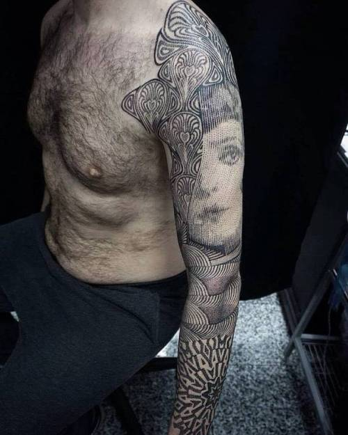 By Alex Fico, done at Tattoo Club North Italy, Bergamo.... alexfico;dotwork;huge;op art;facebook;twitter;sleeve