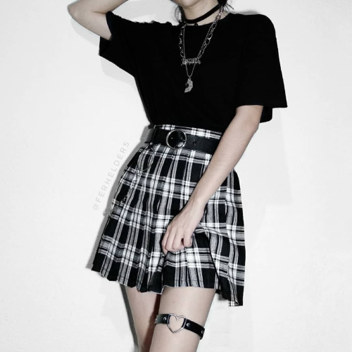I love the belt here. Goes very well with the outfit. This seems to be a lighter style of grunge than the previous posts. #belt#skirt#pleated skirt#miniskirt#mini skirt #pleated mini skirt #pleated miniskirt#tartan#plaid#tartan skirt#plaid skirt#leather belt #black leather belt #grunge#rock