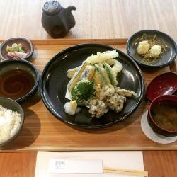 teishoku-yasai-tempura-shisso-berinjela